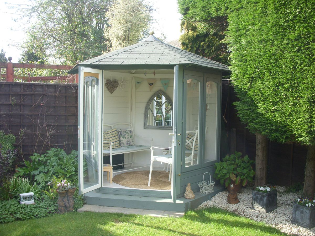 What are the features of a dunster house summerhouse for Garden designs with summer house