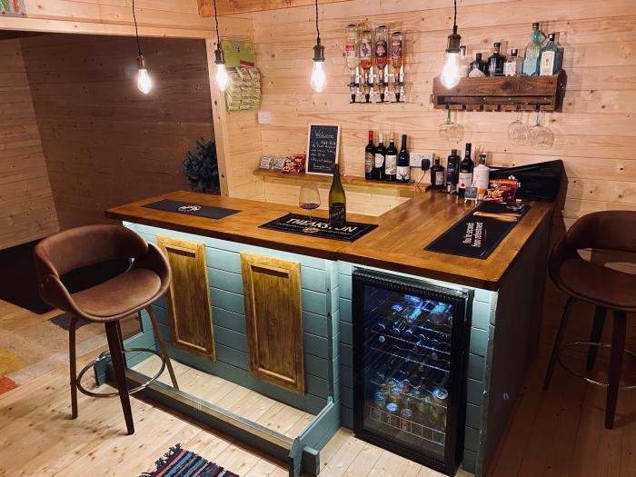A Space to Create Extra Room for Your Home - Log Cabin Garden Building Pub Shed Garden Bar Summerhouse